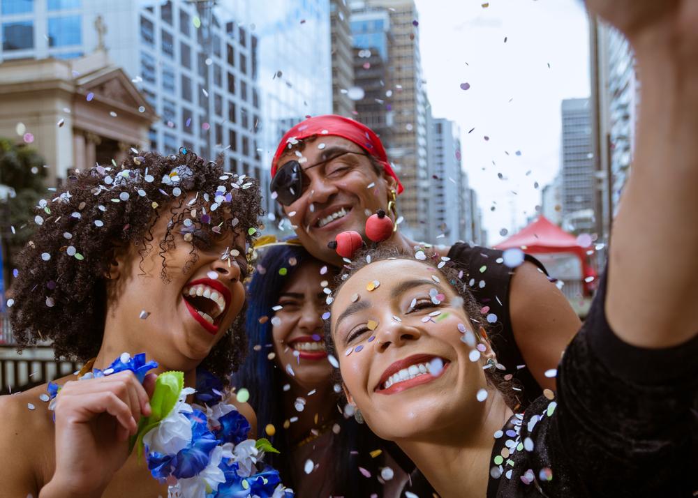 Foliões curtem o carnaval em São Paulo